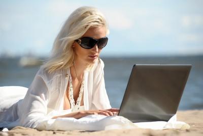 Arbeitsbelastung und E-Mails auch im Urlaub