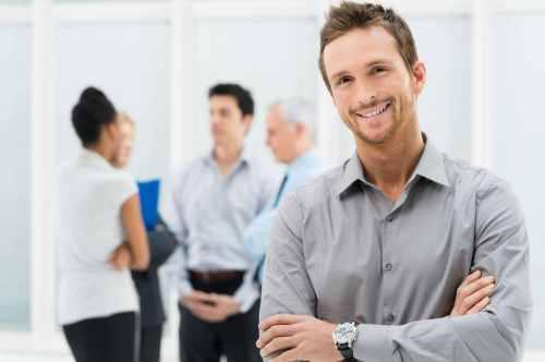 Junge Führungskräfte und ältere Mitarbeiter