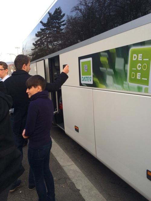 Das Event CryptoRallye startete in einem modernen Reisebus